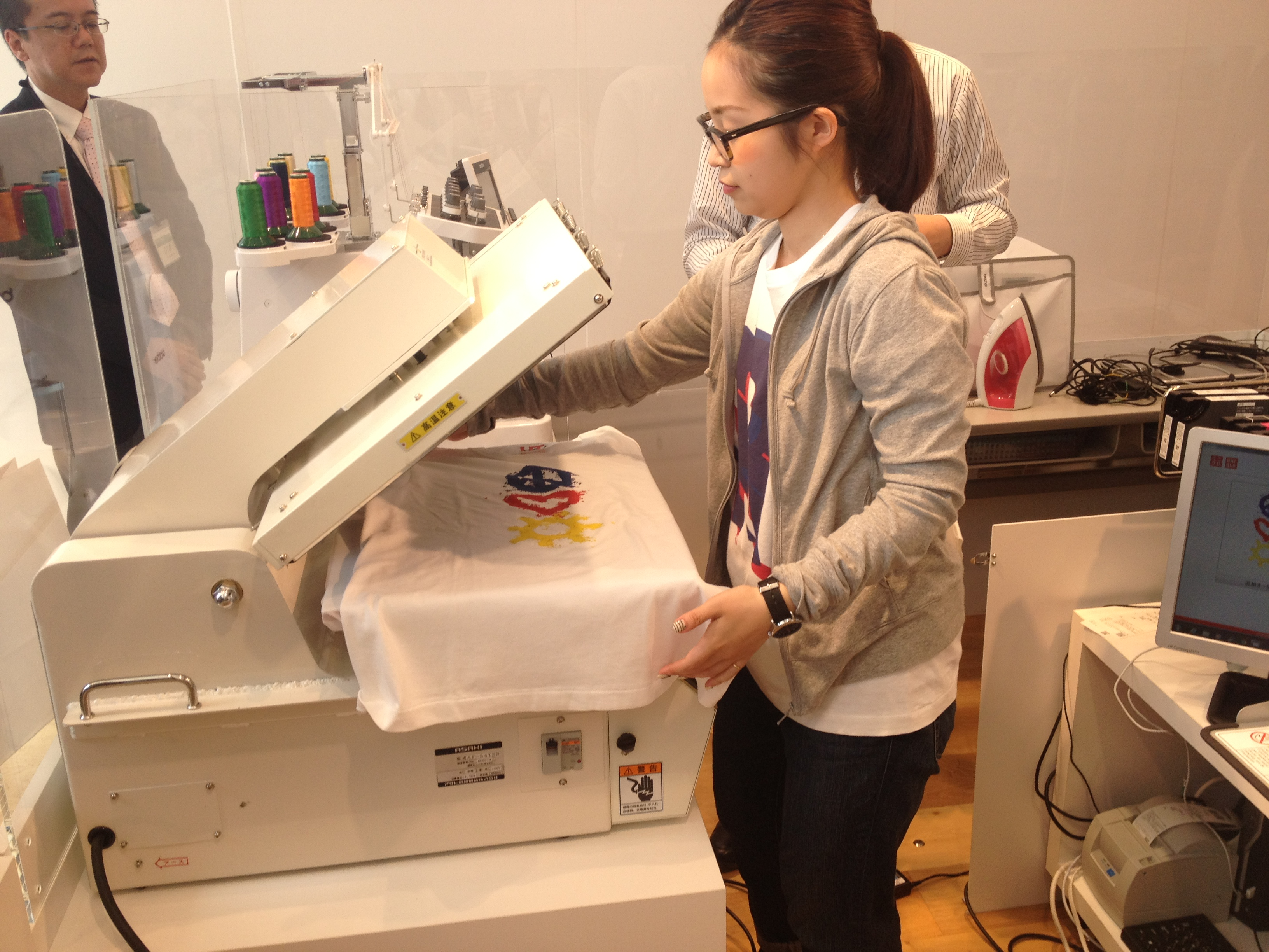 Design Your Own T-shirt with Uniqlo's UTme!