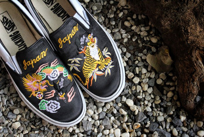 e58633b6f7 Vans Rollicking shoes a different way to wear the Sukajan style